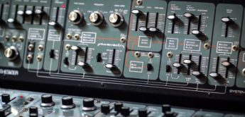 Blue Box: Roland System-100 Modular-Synthesizer (1975)