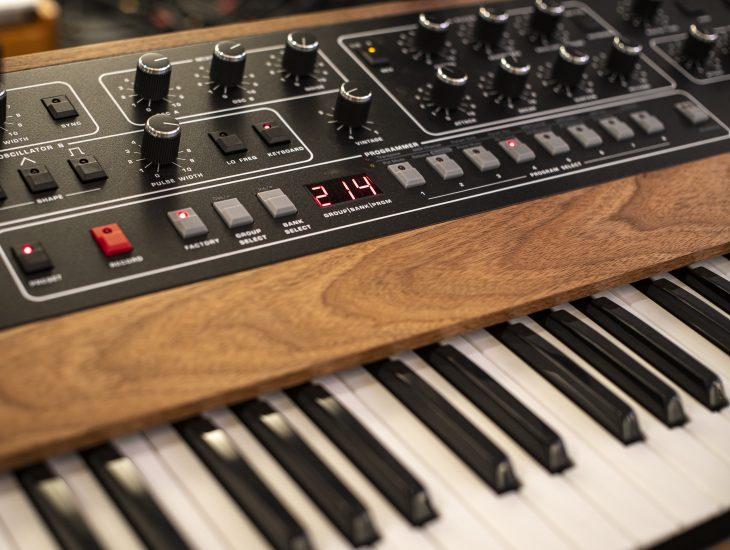 TEST: Sequential Prophet 10 (2020) Prophet 5 REV4, Synthesizer