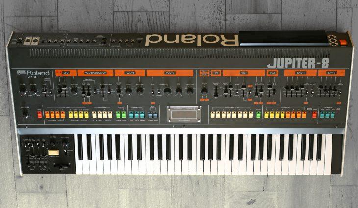 roland jupiter-8 analogue synthesizer