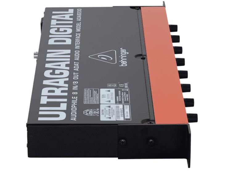 Behringer ADA8200 Ultragain-Side
