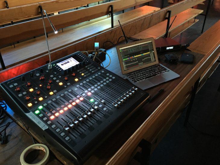 Equipment-Rack für den Live-Gesang