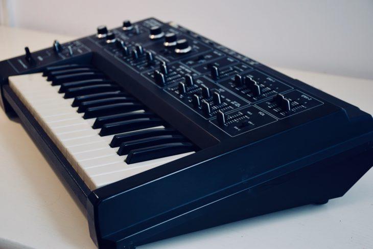 Roland-SH 1