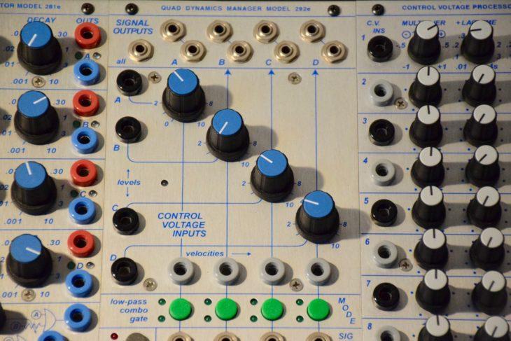 Der Quad Dynamics Manager 2992e übernimmt beim Buchla 200e die Funktion eines Tiefpassfilters