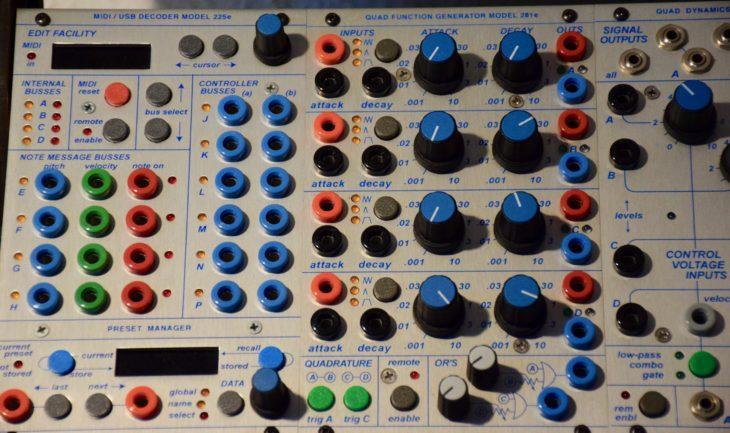 Der MIDI Decoder fungierte als Hirn des Buchla 200e. Rechts ein Quad Function Generator.