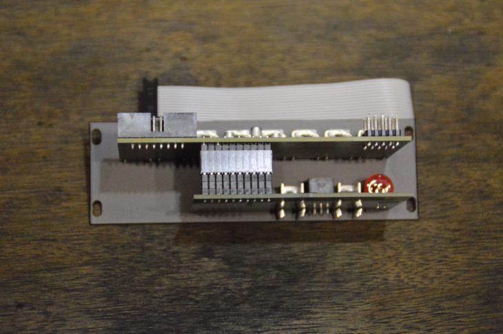 An den Pin-Header wird die Erweiterung ES-5 Mk3 angeschlossen