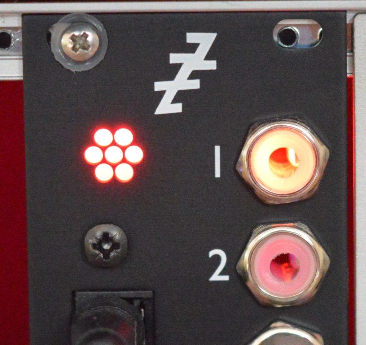 Die LEDs überblenden leider etwas - kann aber mit etwas Tape behoben werden