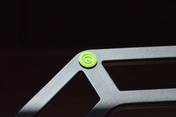 Die Gummieinlässe sorgen für Rutschfestigkeit - das Logo dient dabei als Profil