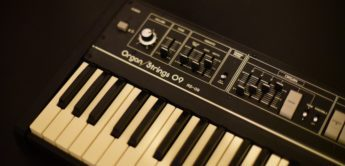 Blue Box: Roland RS-09 Organ/String-Synthesizer