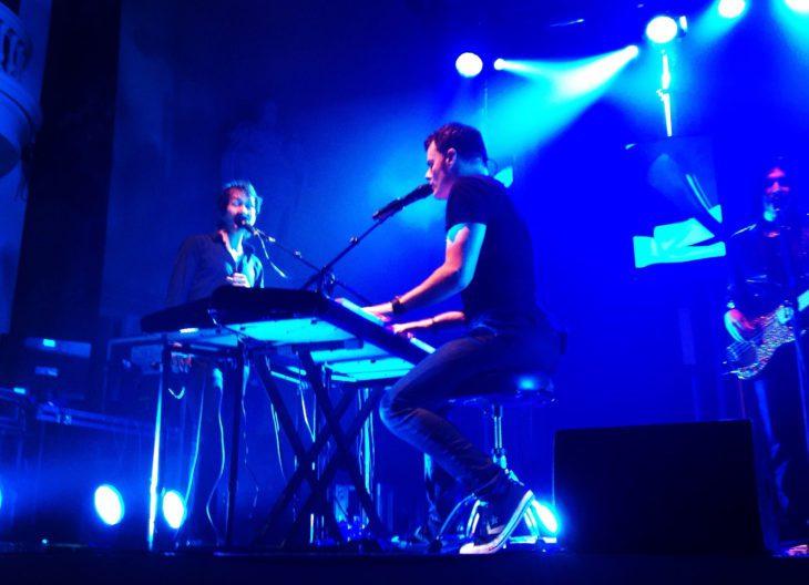 Keyboardständer auf der Bühne