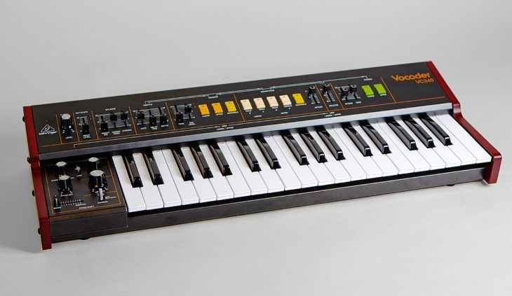 Die vierte Oktave erreicht man beim Behringer VC340 über den Umschalter oder aber ein MIDI-Kyboard.