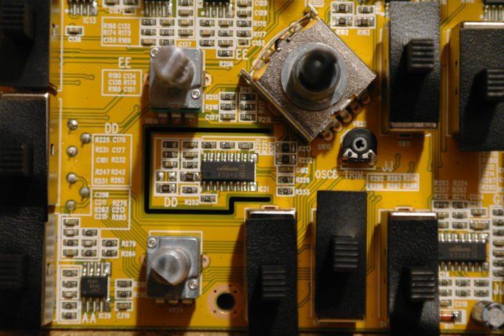 Spezielle Platinenkonstruktion um einen der VCO-Chips des Pro-1