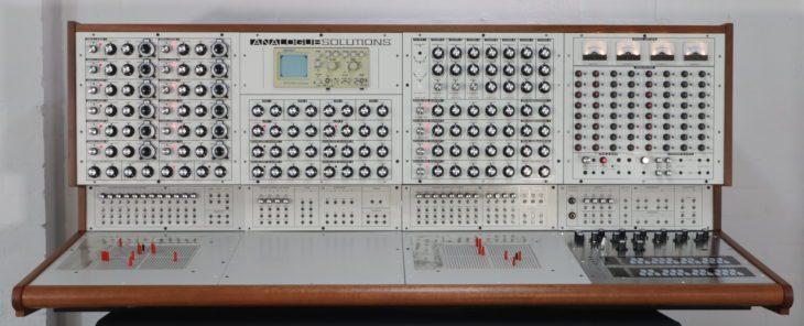 Analogue Solutions Colossus - offensichtlich vom EMS Synthi 100 inspiriert