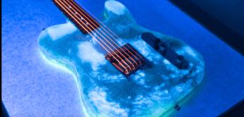 E-Gitarre aus Nudeln, die im Dunkeln leuchten