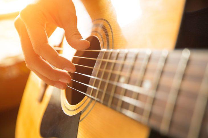 Gitarrenakkorde lernen und spielen