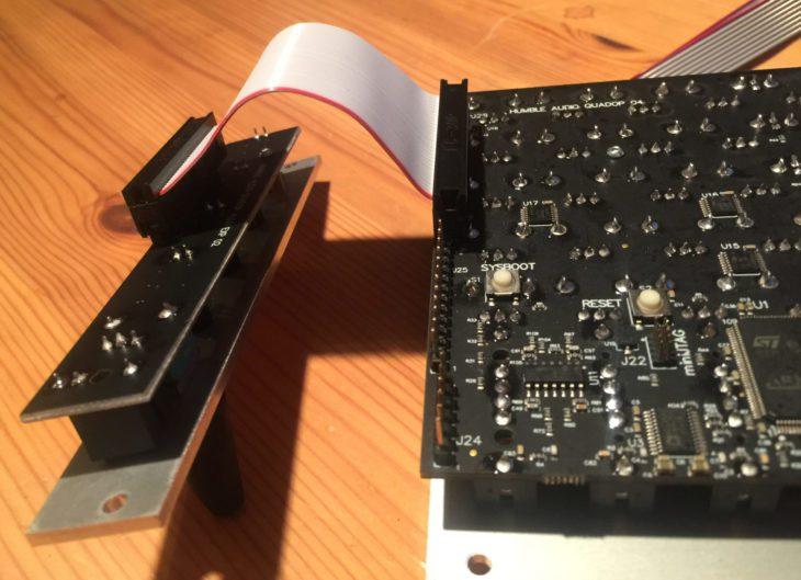 Doppelreihige Stecker und einreihige Steckerleisten am humble audio quad operator
