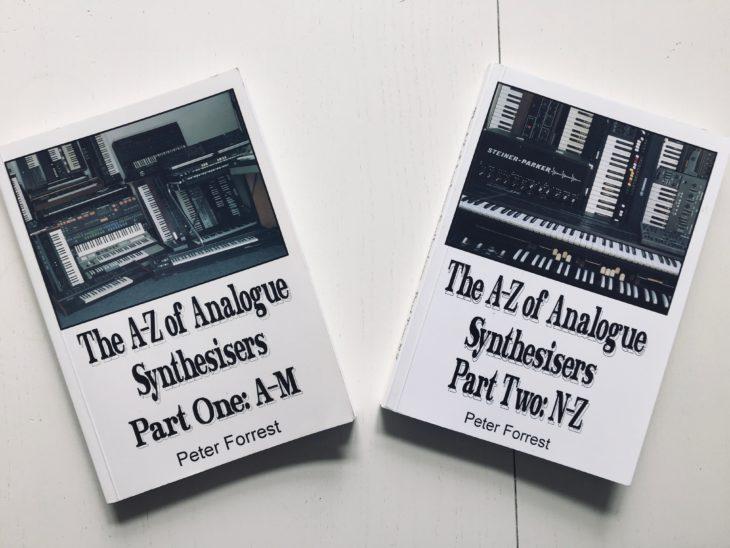 """The A-Z of Analogue Synthesizers von Peter Forrest. Noch begehrter ist die erweiterte """"Revised""""-Edition"""