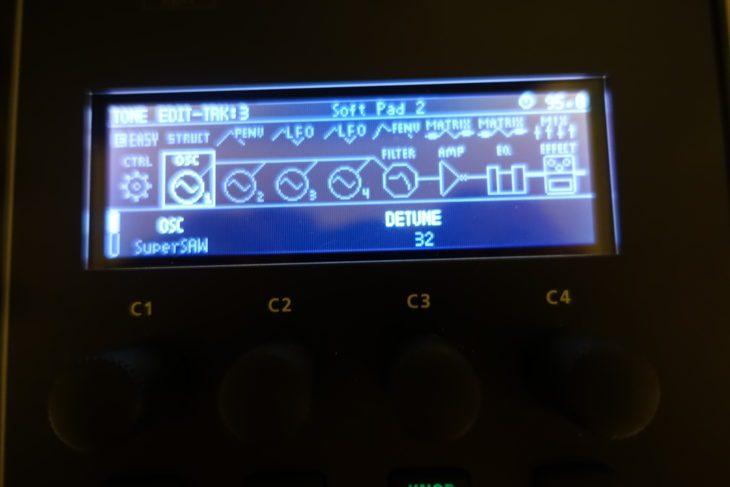 Roland MC-707 bei Nacht