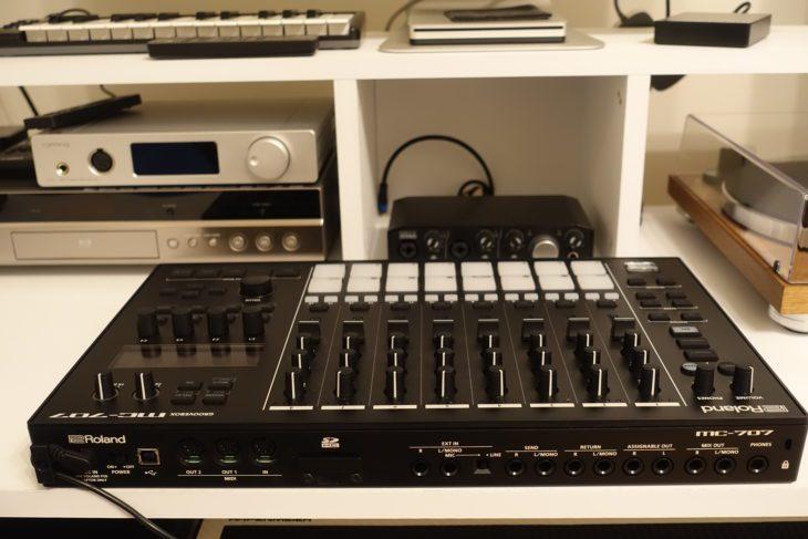 Roland MC-707 Rückseite