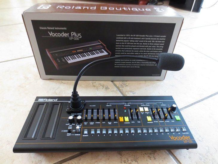 Die Konkurrenz_ Der VP-03 von Roland bringt zwar sein eigens Mikrofon mit, geuzt aber bei der Polyphonie. Und die Streicher und Chöre wollen keinen Sternenstaub versprühen.