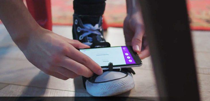 Stompai - Drums mit iPhone und einem Fuß