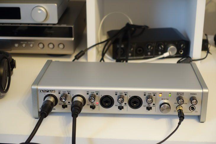 Tascam Series 208i angeschlossen