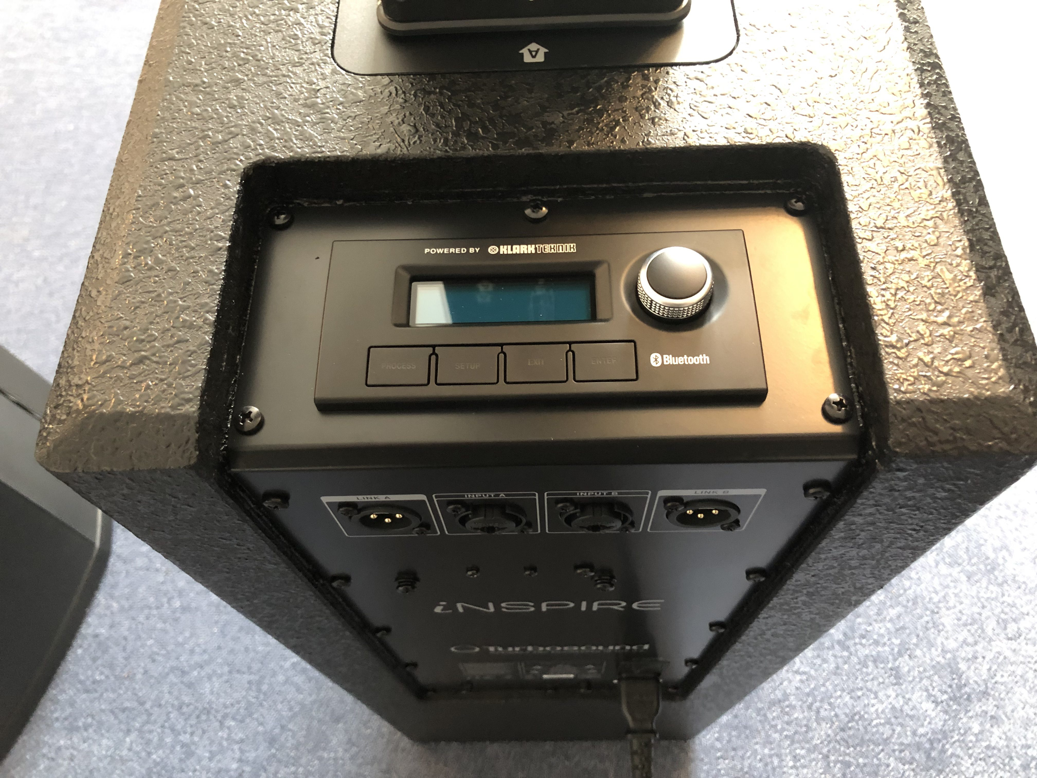 Test: Turbosound iP500 & iP1000, aktive Säulenlautsprecher