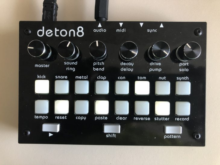 Twisted Electrons deton8 Top