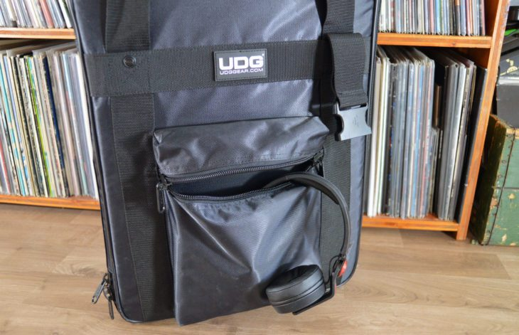 UDG Ultimate CD Player / Mixer Bag Large MK2