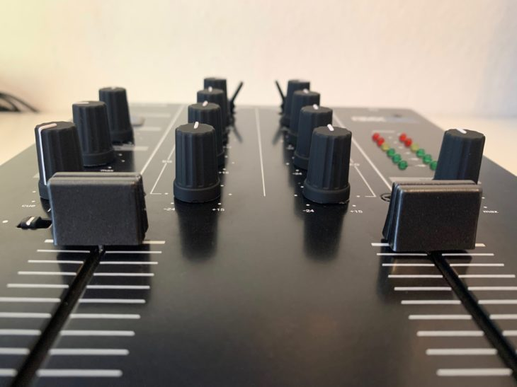 Die Mixer-Sektion des RMX-10 BT