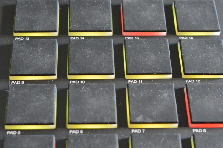 Die Pads der AKAI MPC LIVE II sind sehr gut bespielbar und haben durch die Gummierung einen guten Grip. Nachteil: sie sind sehr gute Staubfänger.