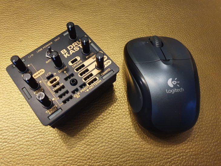 Drum Kastl im Vergleich mit kleiner Maus