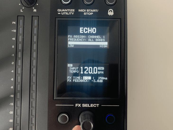 Display des Denon X1850 Prime.