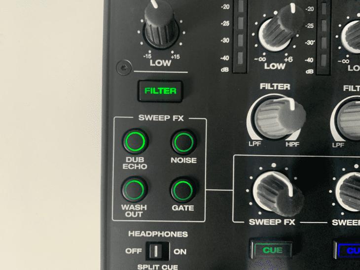Die Sweep Color FX vom Denon X1850 Prime Das X-Pad des Pioneer DJM-900NXS2 Das Y-Pad des Denon X1850 Prime 4-Kanal DJ-Mixer.