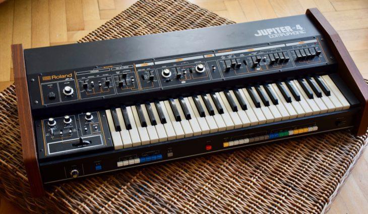 Der Roland Jupiter 4 sorgte für polyphone Klänge auf Dare.