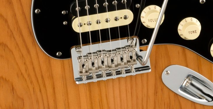 Fender AM Pro II Strat HSS Vibrato