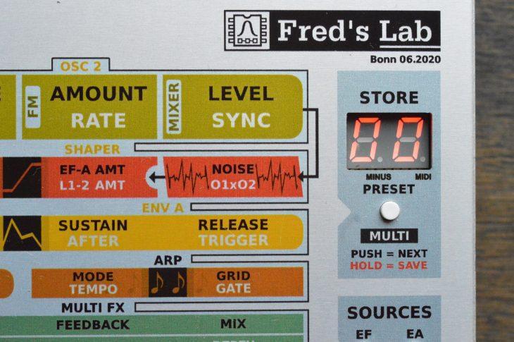 Das LED-Display zeigt Werte in hexadezimaler Schreibweise