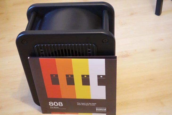 Genelec 7040 APM kaum größer als eine Langspielplatte