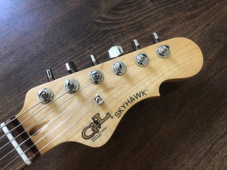 Skyhawk E-Gitarre Headstock