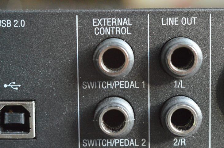 Es können zwei Expression Pedale oder zwei zwei- bzw. einpolige Fußtaster angeschlossen werden