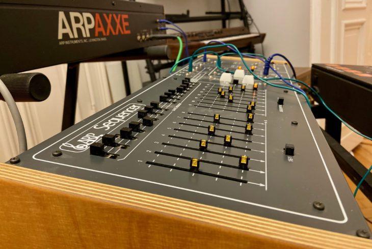 Das Besondere am ARP 1601 sind die Slider. Der Klon hat sie zusätzlich mit LEDs versehen.