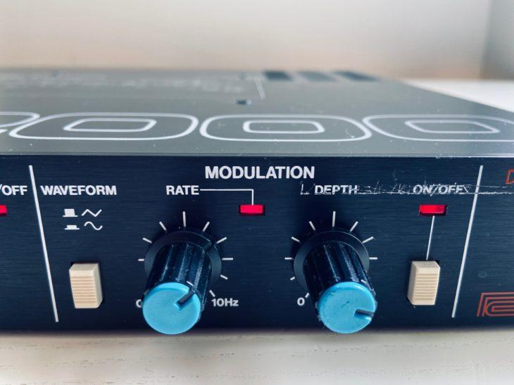 Mit diesen Reglern wird das Echo moduliert.