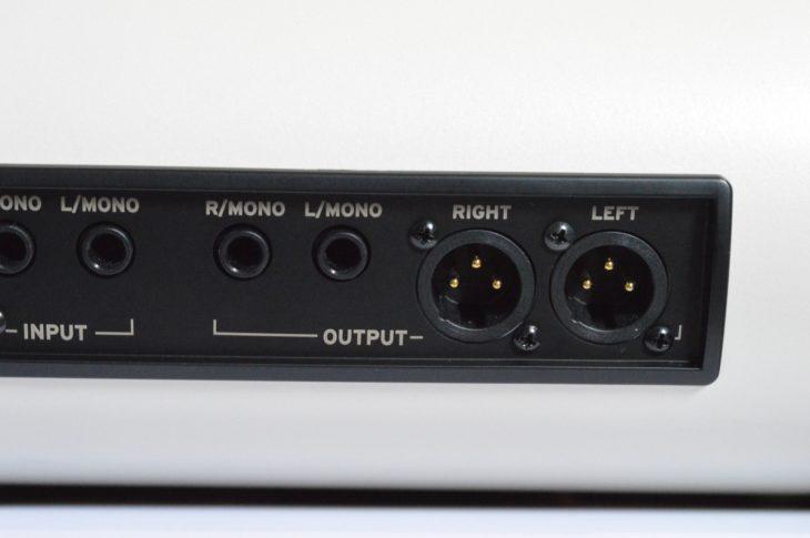 Symmetrische Klinken- und XLR-Ausgänge des Korg SV-2 . Leider kein Audio über USB.