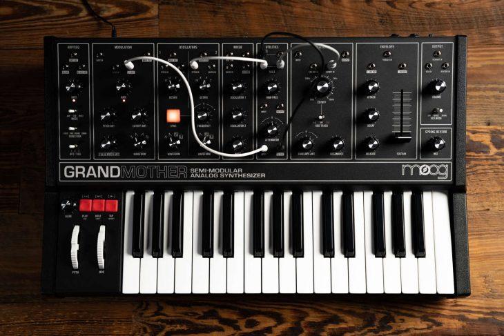 moog grandmother dark synthesizer