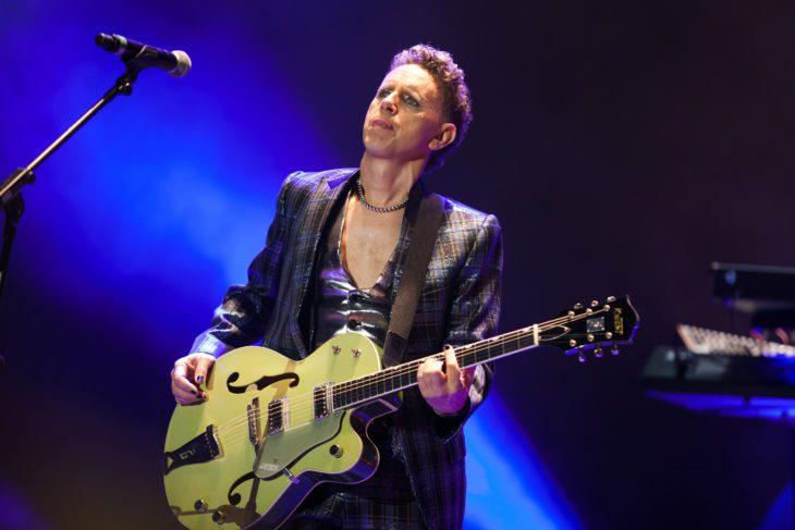 Martin Gore auf der Bühne mit seiner berühmtem Gretsch-Gitarre