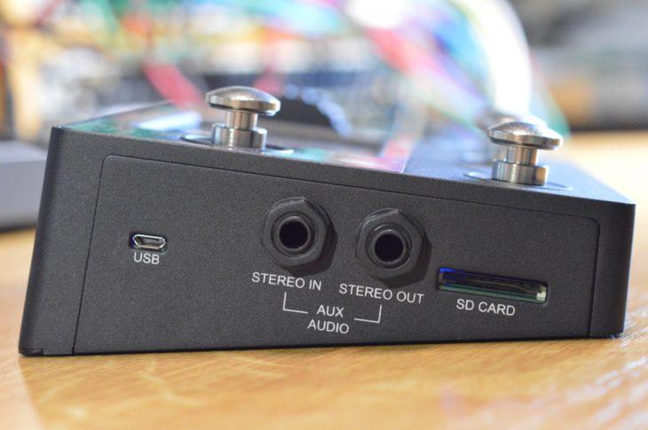 Über den Aux-Out kommt standardmäßig der Klick, andere Funktionen folgen in Kürze. Die SD-Karte dient zum Aufnehmen von bis zu 24 Stunden Stereomaterial.