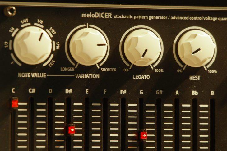 Die Regler für die Rhythmusparameter des Vermona Melodicer