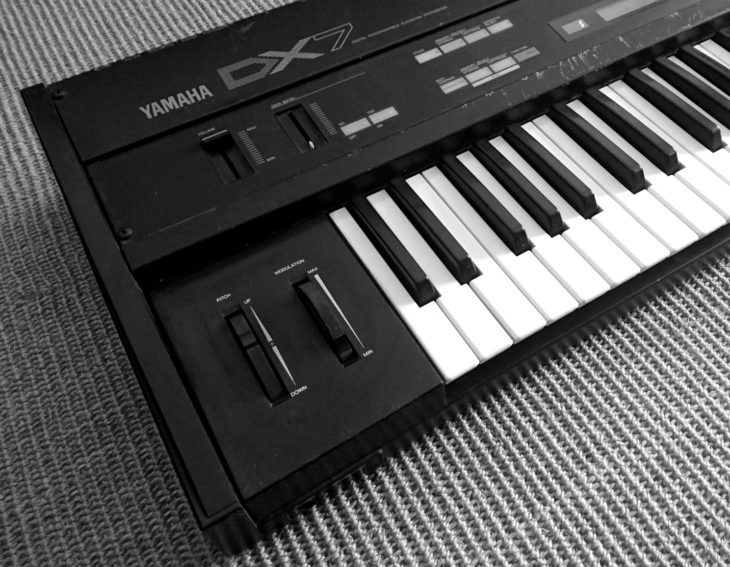 yamaha-dx7-klaus-fels-instrument-close-up-links