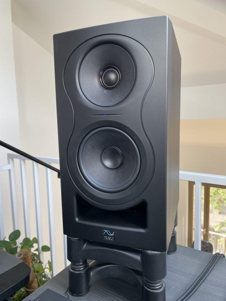 KaliAudio_IN-5_Studio Front