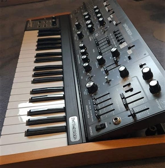 behringer ms-5 synthesizer