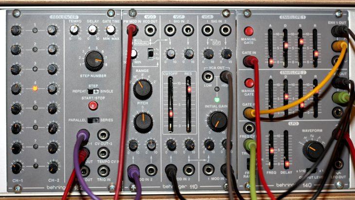Behringer System 100 Userbild System Frontal gepatcht